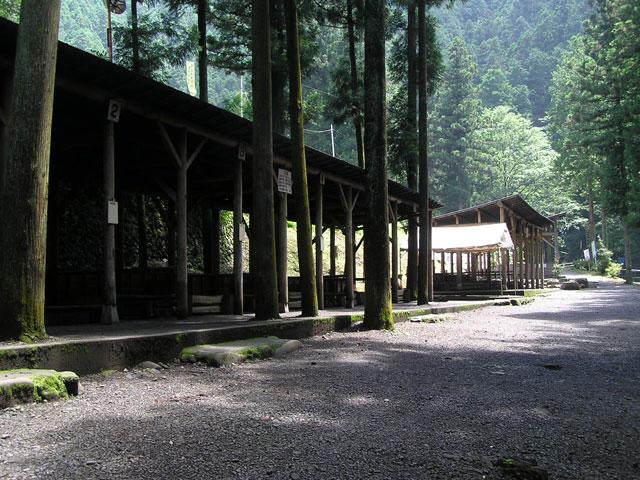 秋川国際マス釣場バーベキュースペース写真