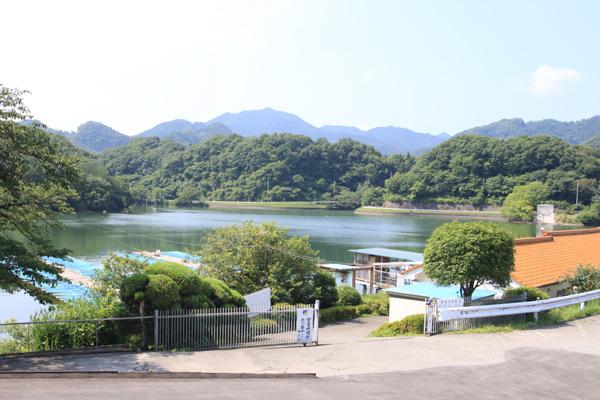 鮎川湖駐車場より写真