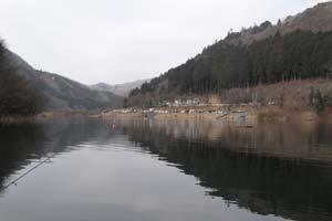 東古屋湖写真