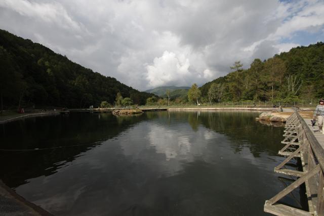 平谷湖フィッシングスポット2号池・秋写真