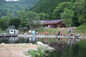 平谷湖フィッシングスポット2号池・クラブハウス写真