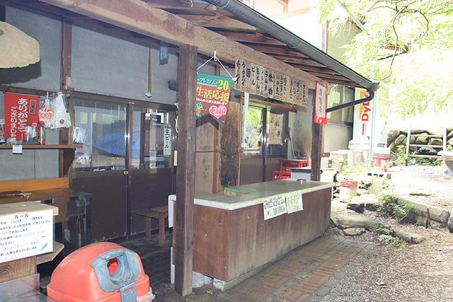 刈米マスつり場軽食販売もあり写真