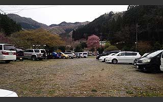 名草釣堀駐車場はゆったり写真