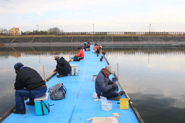 鳴沢湖桟橋写真