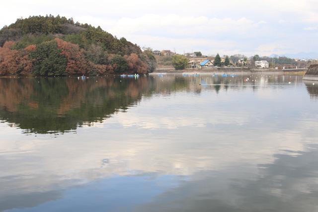 鳴沢湖桟橋より写真