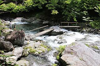 大血川渓流観光釣場渓相は様々写真
