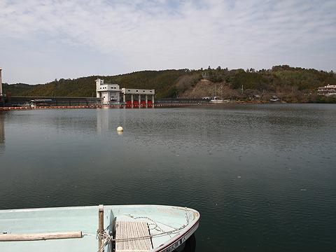 津風呂湖桟橋下は水深22m写真