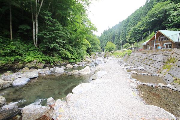 浦山渓流フィッシングセンター渓流釣りとつかみどり写真