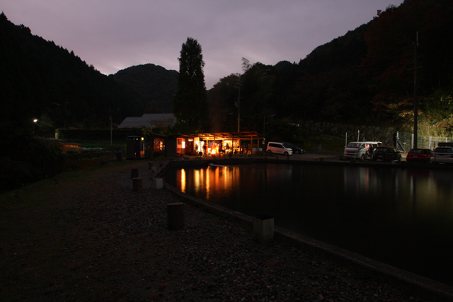 千早川マス釣り場 ルアーフライ池