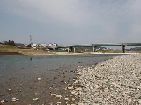 吉野川ルアー・フライ管理釣り場大川橋を望む写真