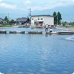 長野・あのCMやドラマでもおなじみ「安曇野の水車小屋」にも近いあずみのフィッシングセンター